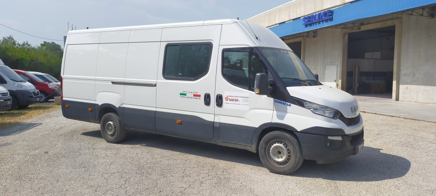 IVECO DAILY 35S15 2.2 HDI 150 CV EXTRA LONG 7.128 M KLIMA ABS ME 6 ΘΕΣΕΙΣ KAI 69.000 KM MOD 03-2016 EURO 5 B TIMH 11.900 NETTO